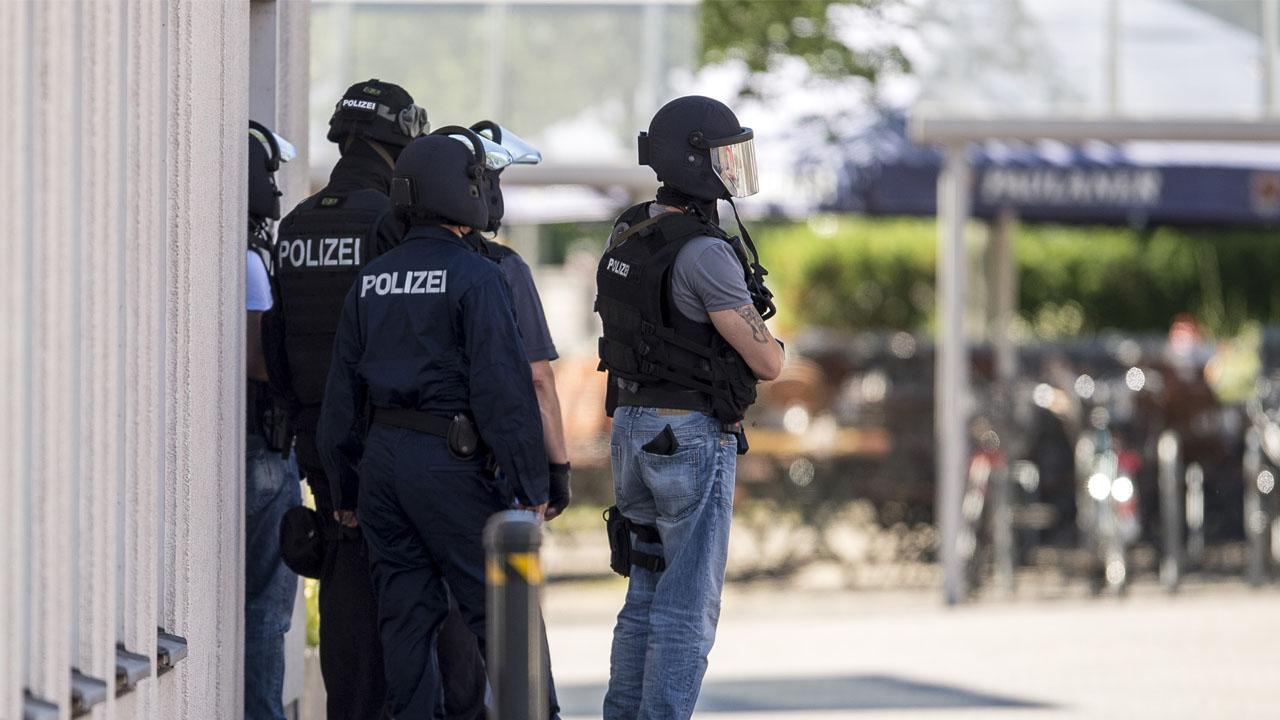 Los agentes de seguridad fueron arrollados por un joven que presuntamente mató a su abuela