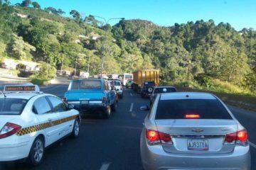 Una colisión entre dos autobuses y un camión generó cola en la Regional del Centro, sentido Valencia
