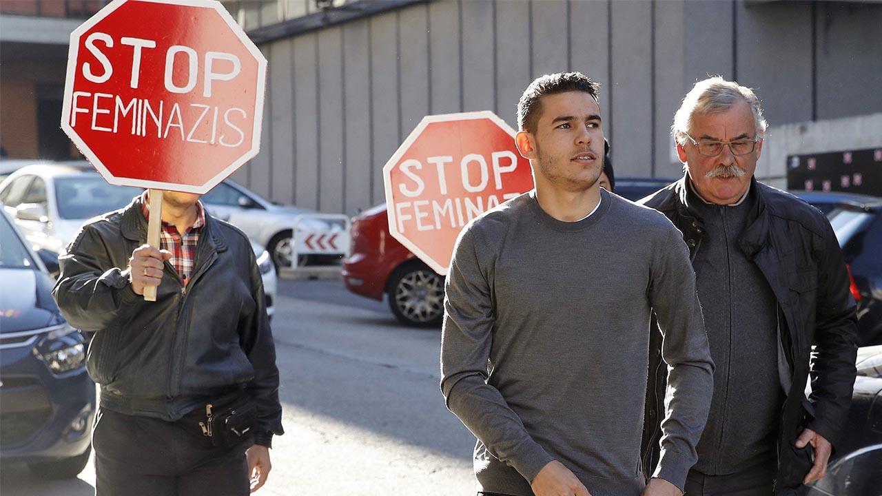 El mediocampista del Atlético de Madrid Lucas Hernández, junto a su ex parejas, deberán realizar por 31 días trabajos comunitarios