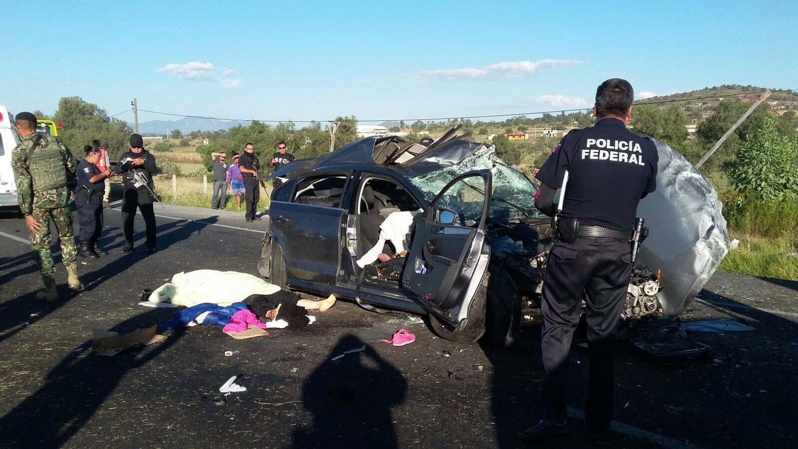 Luego del siniestro en el estado de Michoacán, uno de los sobrevivientes amenazó con un arma de fuego a uno de los rescatistas