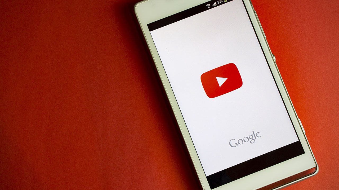 La gigante dejará de lado los anuncios de 30 segundos en la plataforma de videos como parte de una estrategia para el 2018