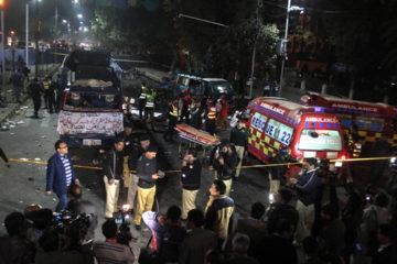 El grupo extremista talibán, Jamaat-ul-Ahrar, ejecutó el ataque en la ciudad de Lahore durante una protesta