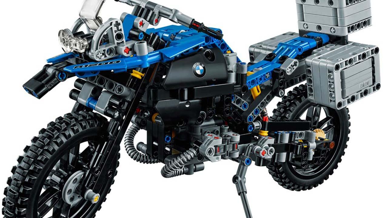 Una moto que vuela con piezas de Lego