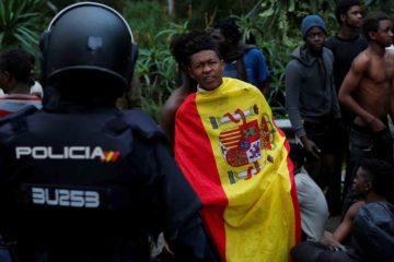 Al menos unas 600 personas ingresaron a territorio español saltando la valla fronteriza del enclave de Ceuta, al norte de África