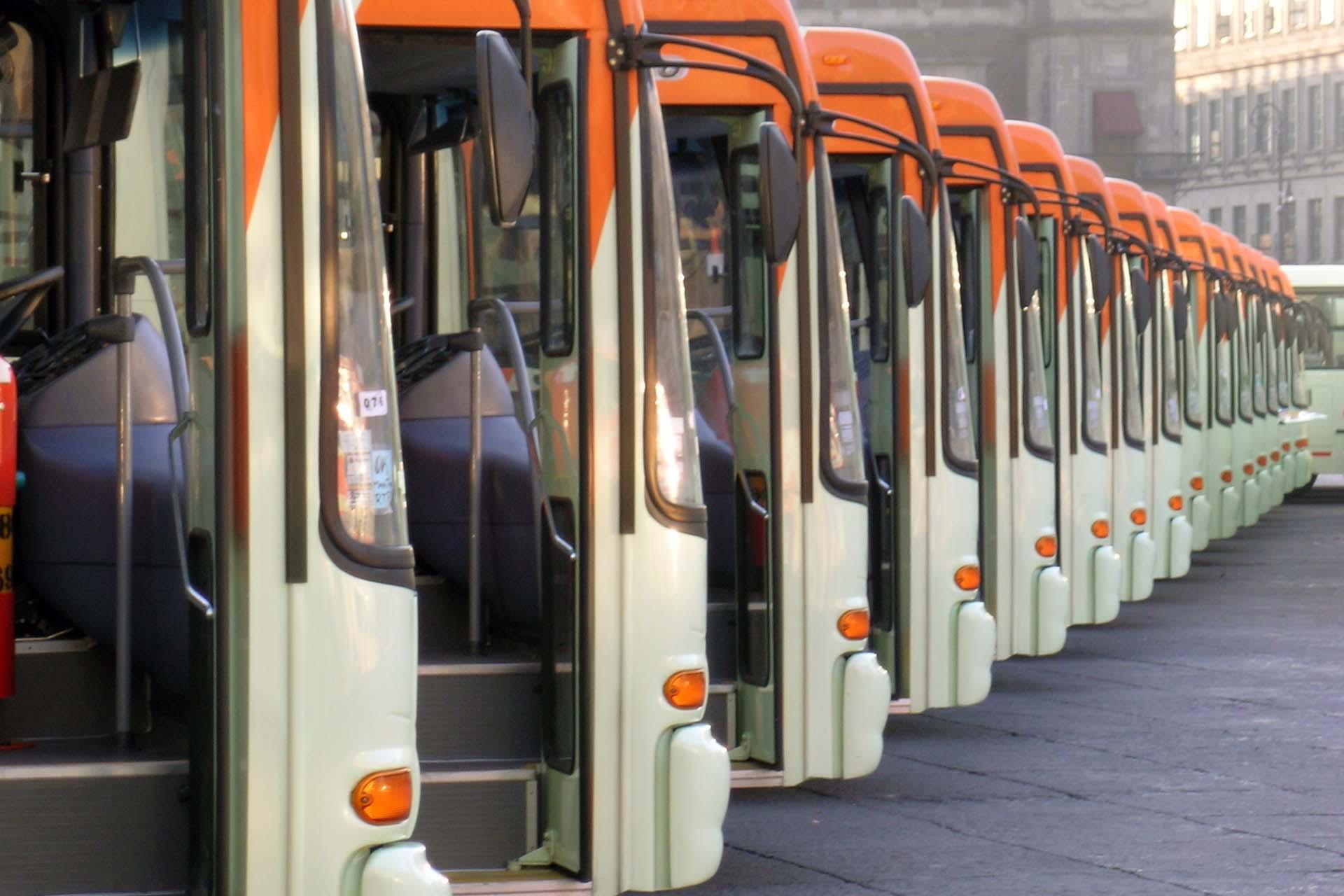 Los autobuses liberan menos dióxido de carbono en comparación a los automóviles ya que fueron adquiridos con ese fin