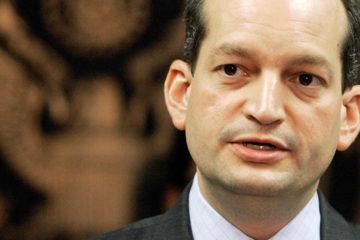 Alexandre Acosta podría encabezar el Departamento del trabajo
