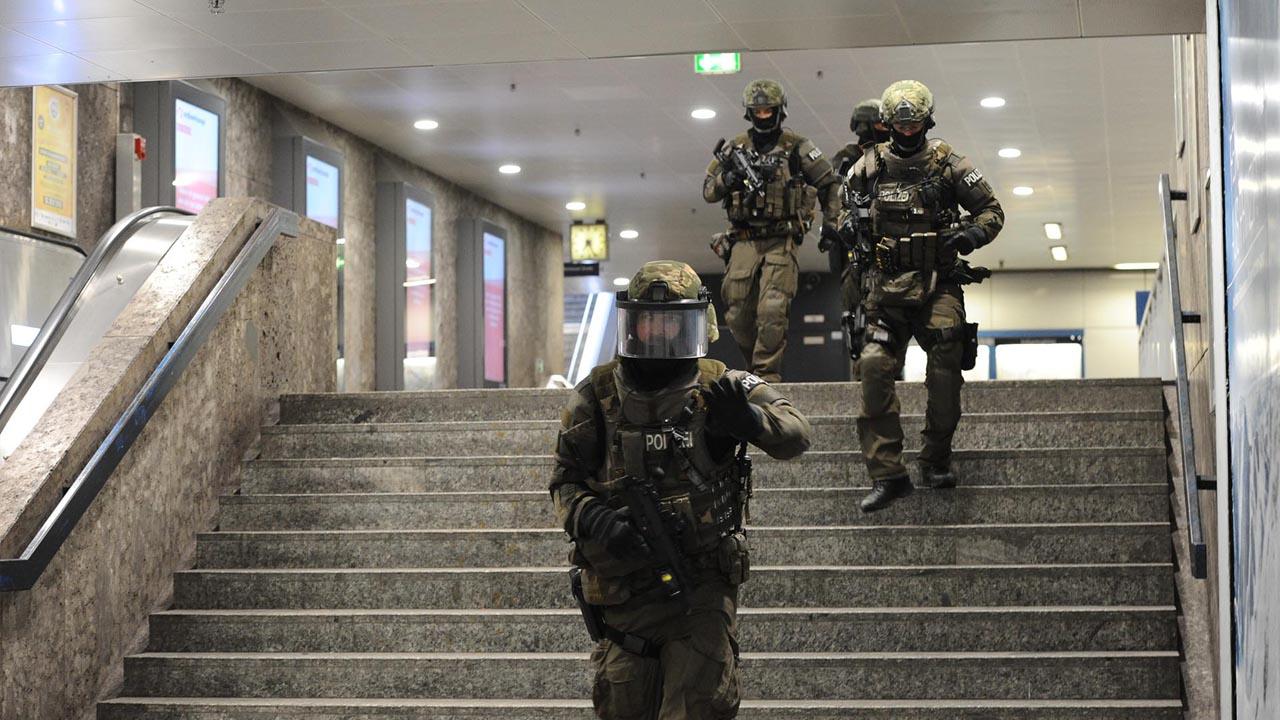 La Fiscalía de Alemania denunció al encargado de venderle armas al joven de 18 años que atacó la capital germana