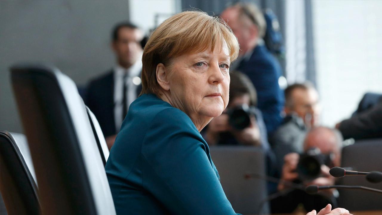 La canciller alemana se desplaza junto a los directivos de Siemens y BMW para generar una buena atmósfera durante el diálogo