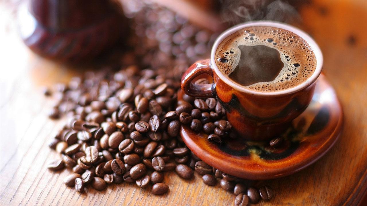 Estudios de la Universidad de Indiana revelan que tomar café protege contra esta enfermedad, el Parkinson y otras enfermedades neurodegenerativas