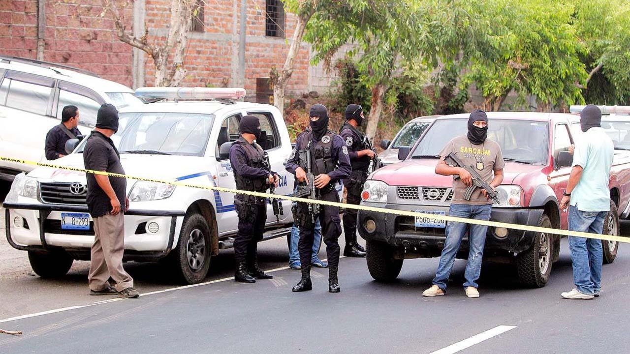 Pandilleros mataron a 4 mujeres y luego fueron asesinados por agentes de la Policía Nacional