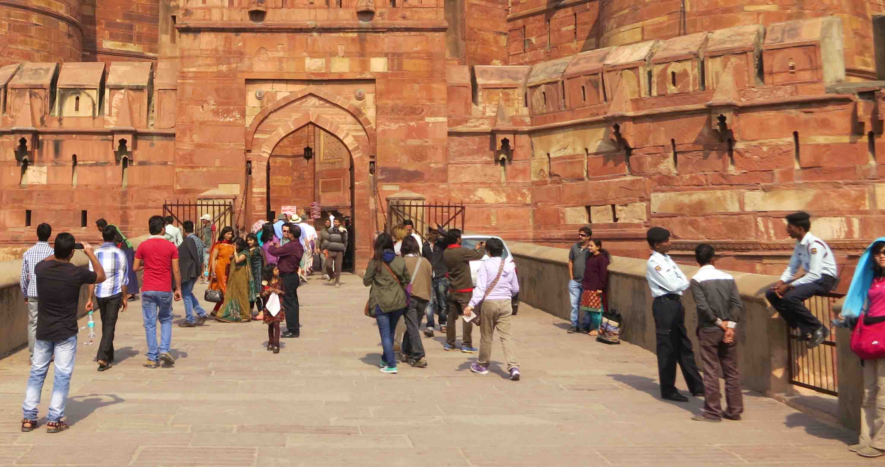 Una estación de tren de la popular Agra se vio afectada por dos estallidos sin que afectara a ninguna persona