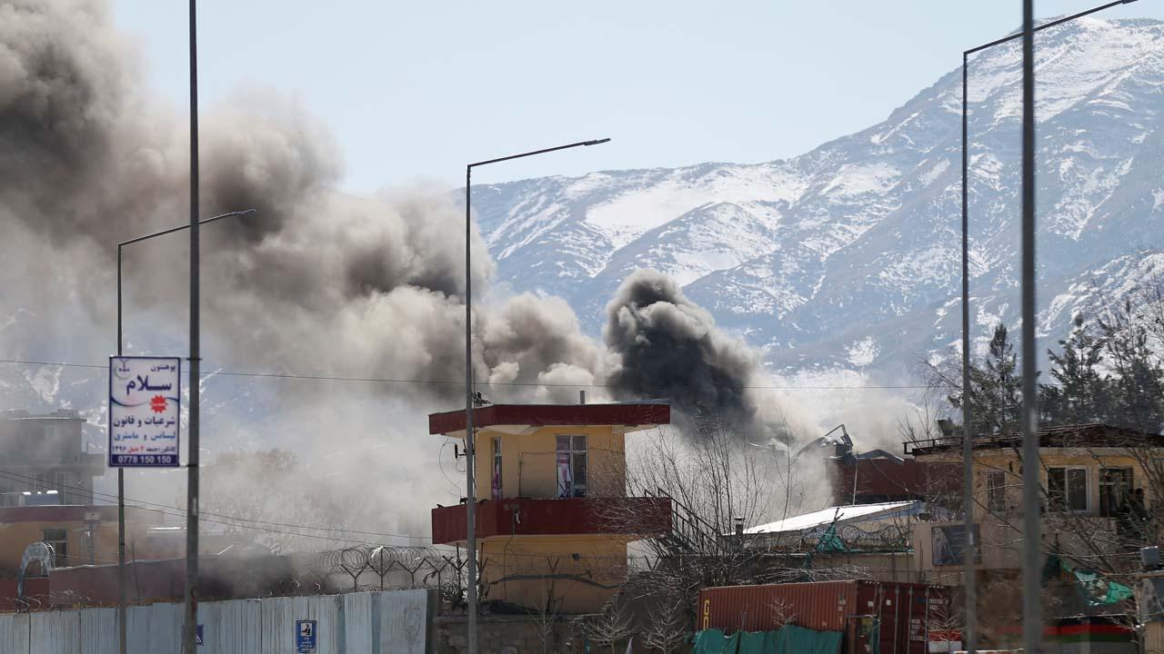 El portavoz de los talibanes, Sabiullah Muyahid, se atribuyó la responsabilidad de los ataques a través de Twitter
