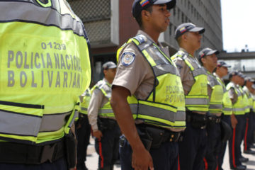 El oficial jefe Robert Rafael Paredes Anzola y el oficial agregado Rafael Junior Pedroza Sanmartín fallecieron por las heridas de bala