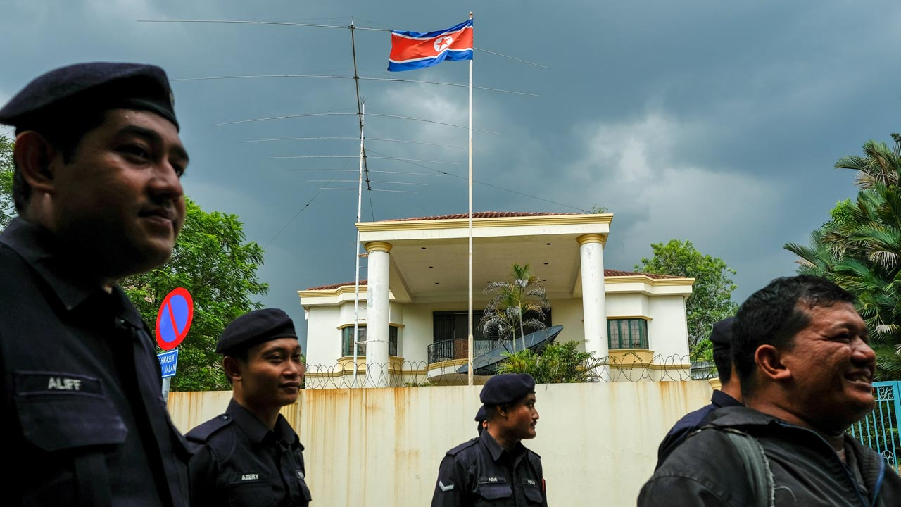 La Policía de Malasia acordó el intercambio que incluye a más de 350 personas de ambos países
