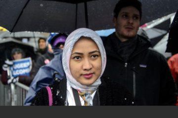 La prenda musulmana forma parte de la restricción de que los empleados muestren símbolos ideológicos o religiosos