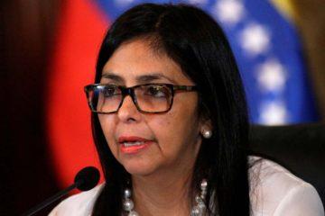 """La canciller venezolana calificó de """"injerencias"""" las palabras del jefe de Estado español"""