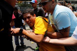 Diputado José Manuel Olivares herido/ Foto Reuters