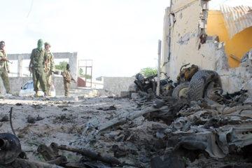 Testigos afirman que un kamikaze ingresó uniformado a un campamento militar en Mongadiscio y se hizo estallar