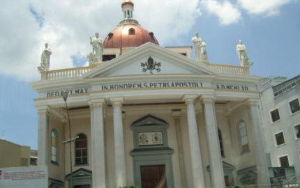 Efectivos de la GNB reprimió con bombas lacrimógenas la movilización opositora afectando el plantel educativo ubicado en Los Chaguaramos