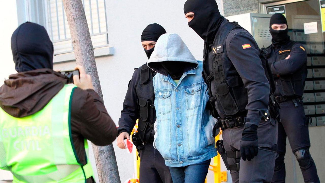 Ambos sospechosos fueron detenidos son acusados de adoctrinamiento y captación de jóvenes para la milicia terrorista, Estado Islámico