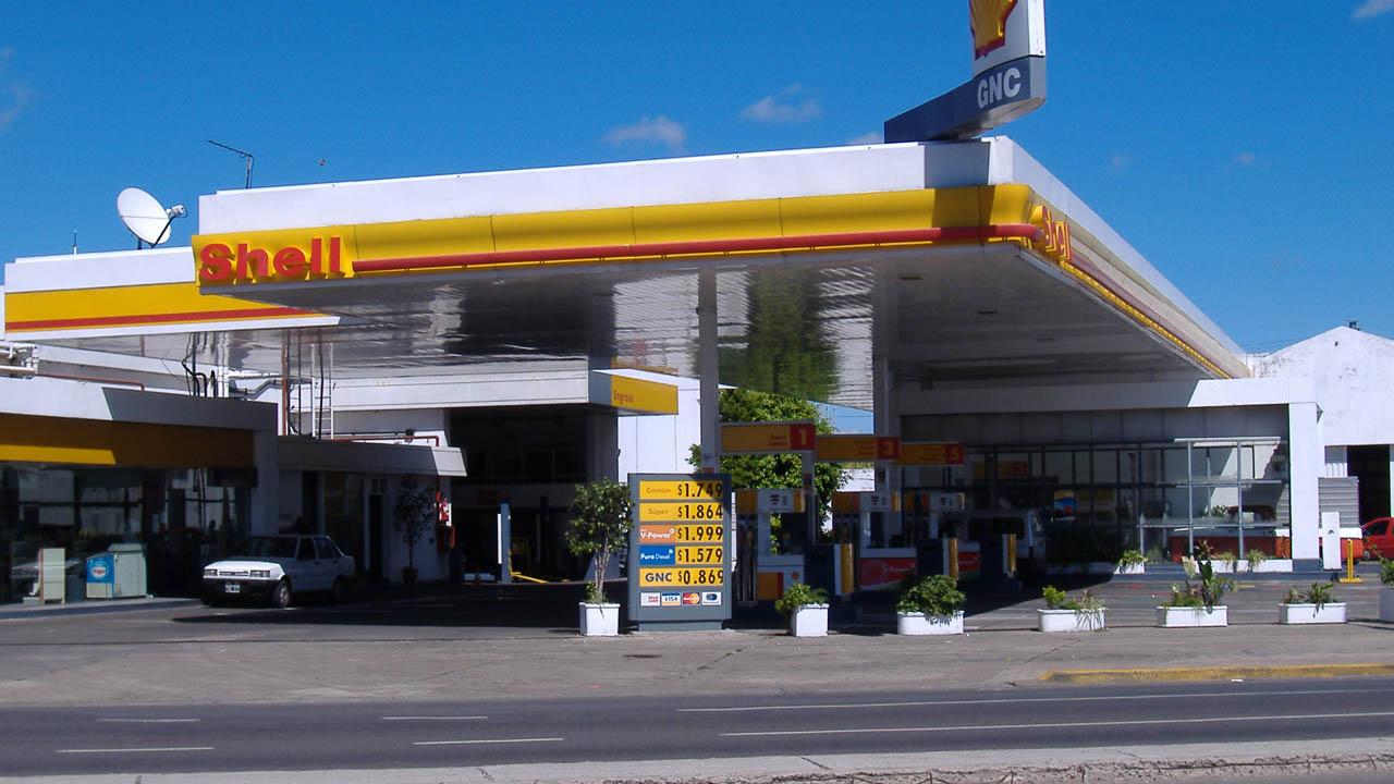 La petrolera de dicho país, YPF, se encuentra analizando una oferta de $900 millones para la adquisición de su competidora