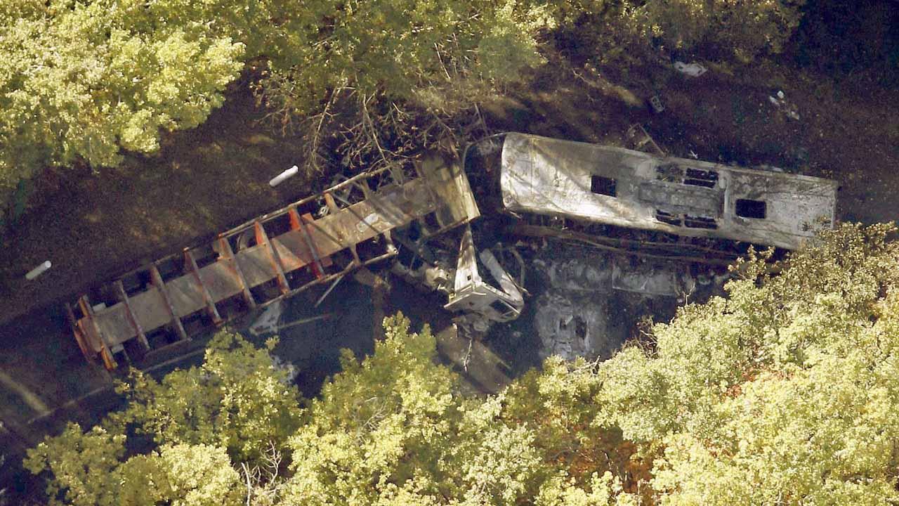 El siniestro ocurrió entre un camión cargado con combustible y un autobús de pasajeros en la autopista de Michoacán