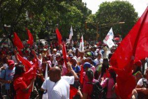 Organizaciones sociales, mujeres, estudiantes, entre otros, se concentraron esta mañana en la plaza Morelos
