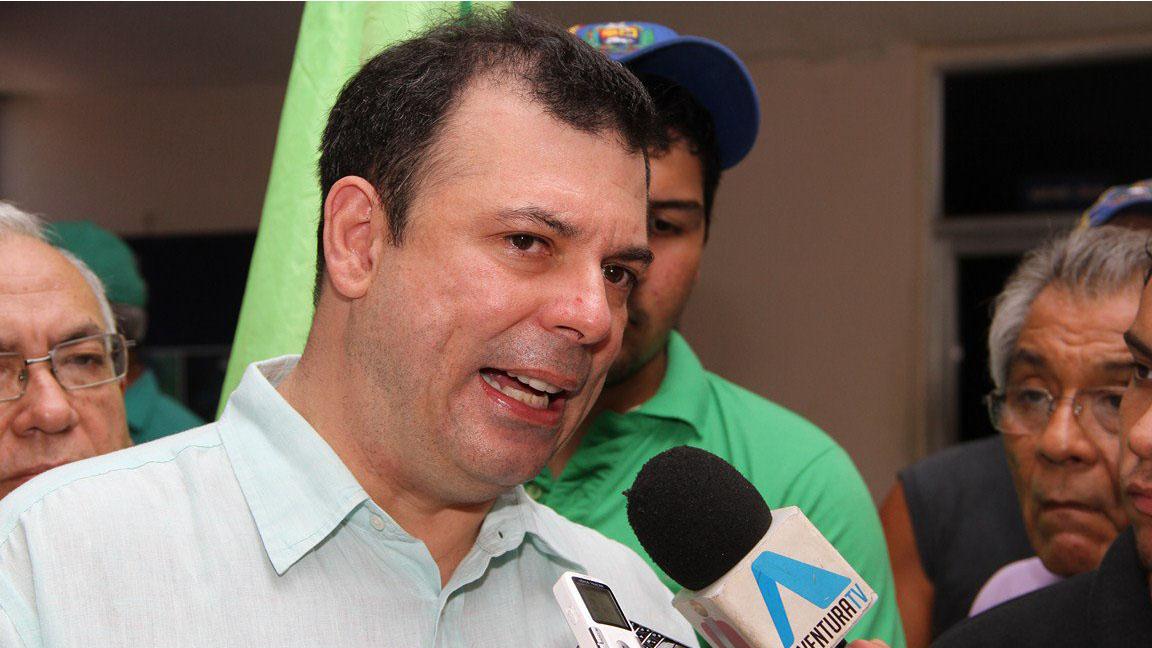 Roberto Enríquez tiene desaparecido más de 30 horas y tanto la directiva de su partido, como sus familiares y abogados desconocen dónde está