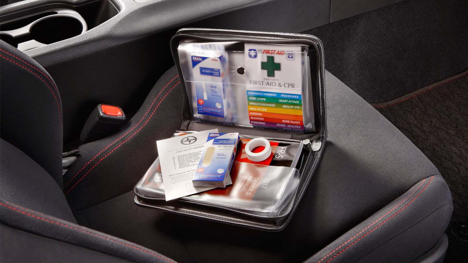 Tener un kit de emergencia puede ayudarte a auxiliar a alguien mientras llegan los paramédicos en caso de una emergencia mayor
