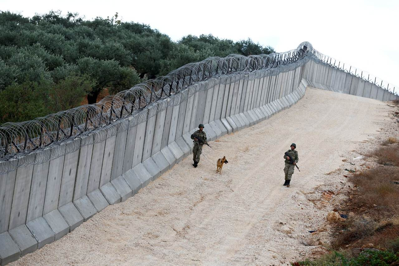 Para dificultar el paso de combatientes del grupo yihadista Estado Islámico