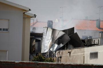 La avioneta de turismo colisionó con el almacén de un supermercado en Lisboa