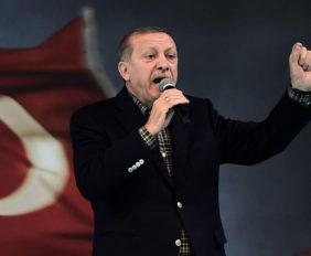 El referéndum celebrado en Turquía en la que resultó vencedor la propuesta oficialista amplia los poderes del presidente Recep Tayyip Erdogan