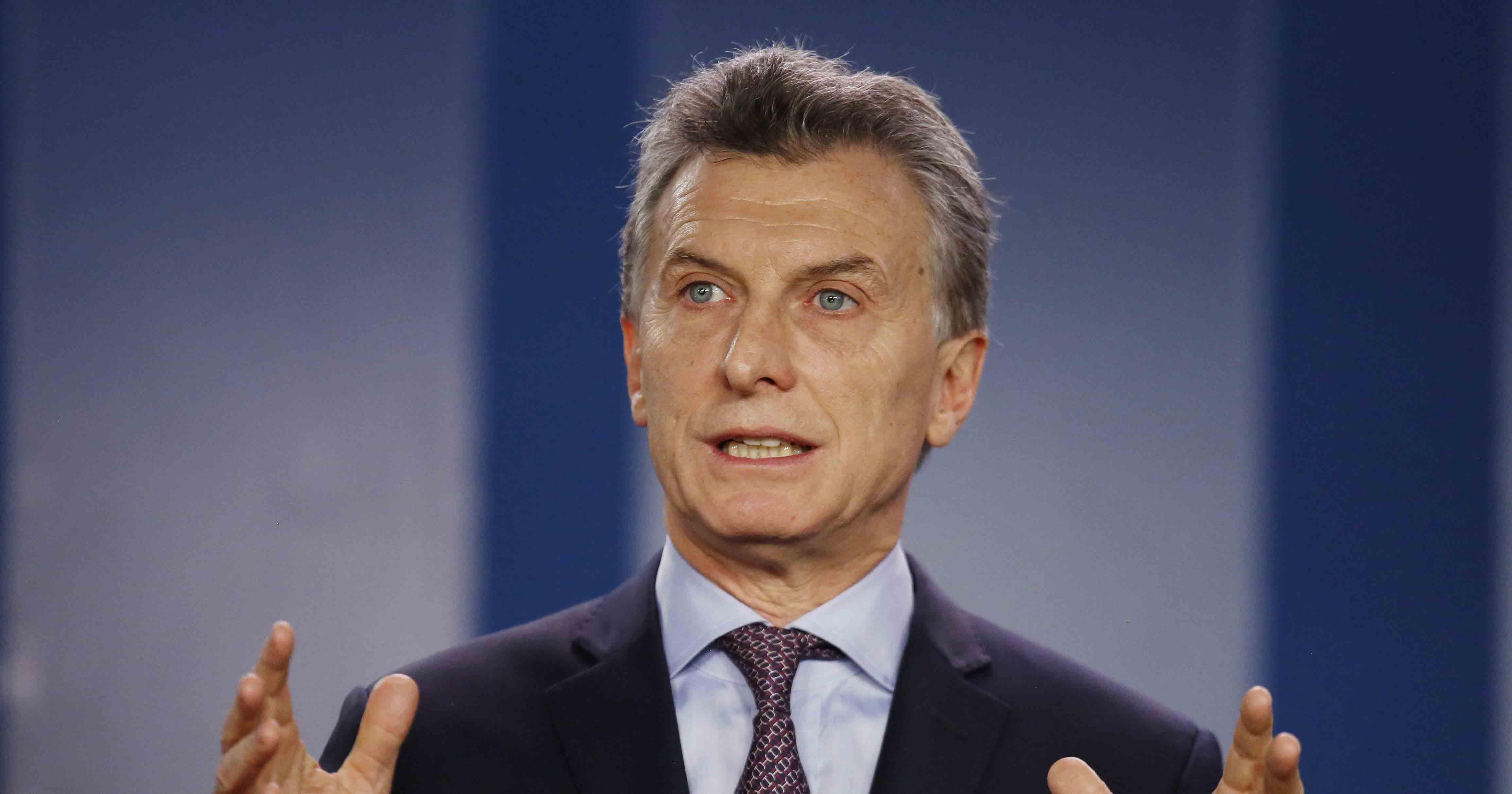 Expertos aseguran que el presidente de Argentina debe tomar una fuerte postura ante Donald Trump