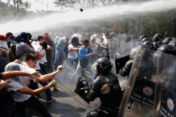 Diversos términos como guarimba, plantón, ballena, forman parte del argot criollo para referirse a las manifestaciones