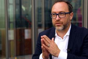 Jimmy Wales informa que prepara un una plataforma que verifique las informaciones que transitan por la web