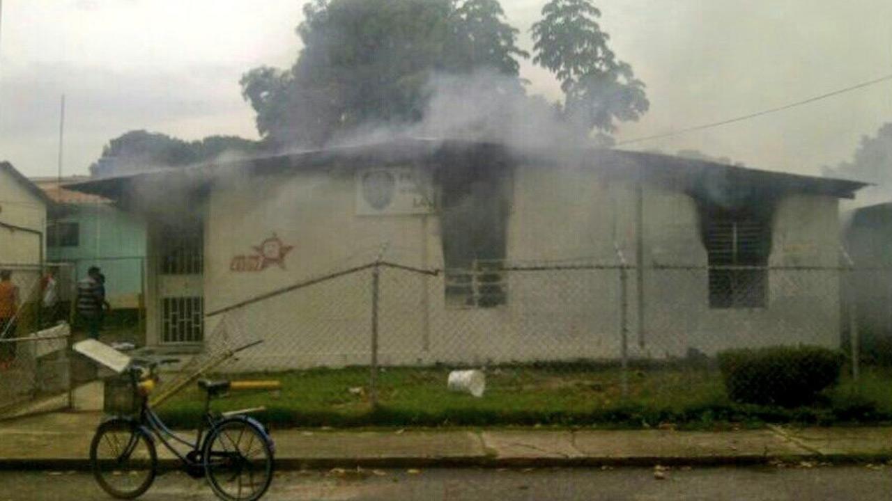 Manifestantes habrían quemado el inmueble en Barinas como retaliación por la muerte de Yorman Bervecia, con presunta responsabilidad de la GNB
