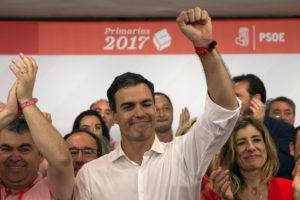 El ex líder de 45 años se consolidó como el nuevo secretario general del partido opositor PSOE con un total de 49,8% de los votos