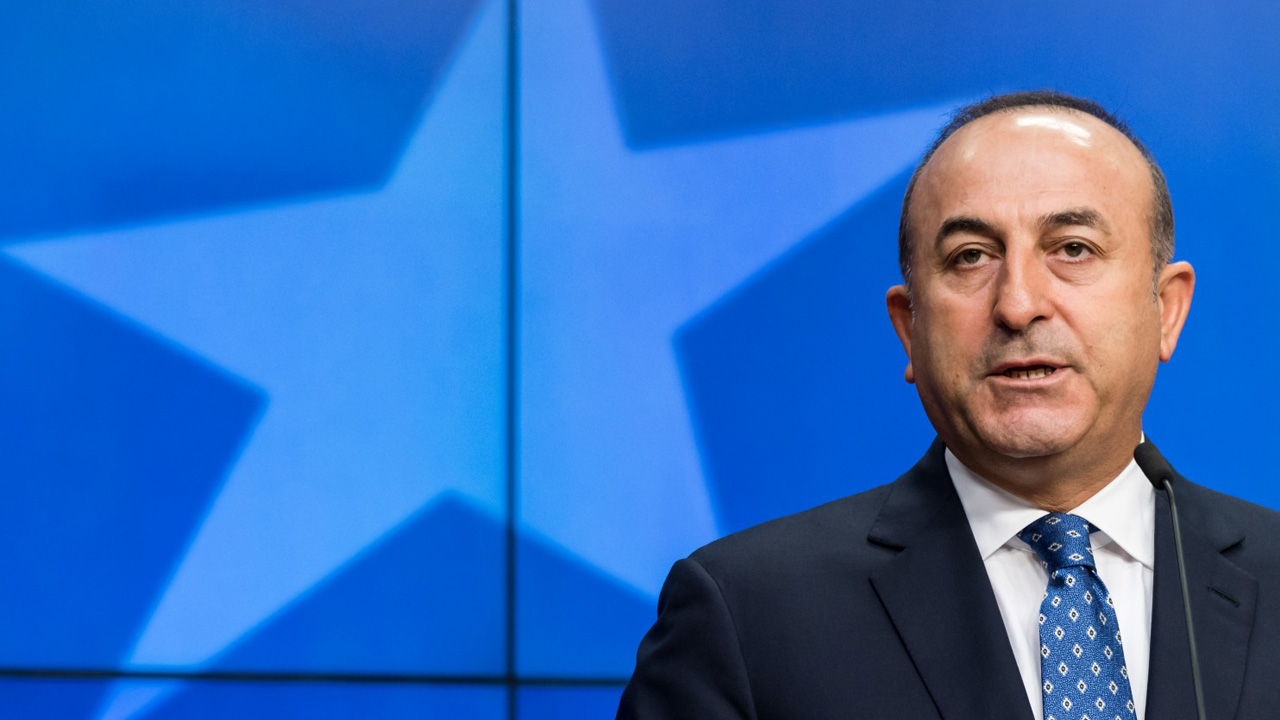 El ministro, Mevlüt Cavusoglu, pidió la destitución de Brett McGurck, representante de la lucha contra el EI por su supuesto apoyo al YPG y al PKK