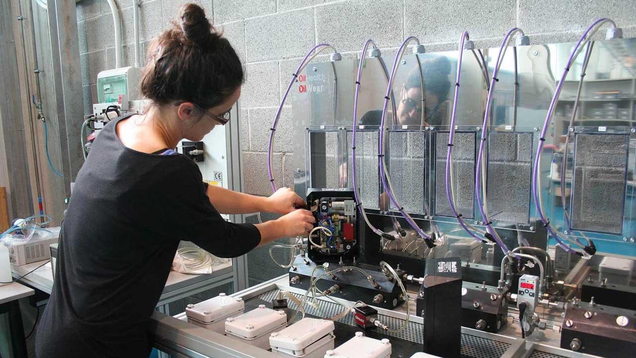 Un centro vasco diseñó el equipo que evalúa pinturas antiincrustantes con menor coeficiente de fricción con el agua del mar