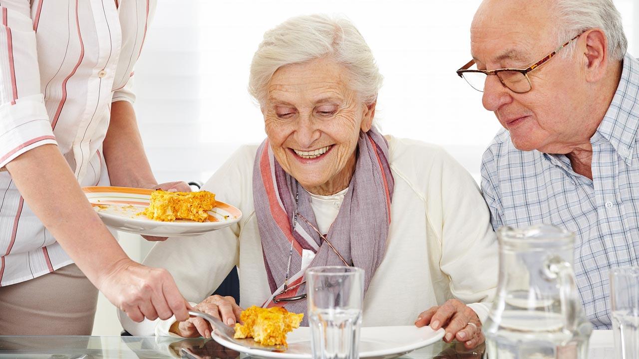 El organismo, pasados los años, cambia y pasados los 65 años es importante tener una dieta balanceada.