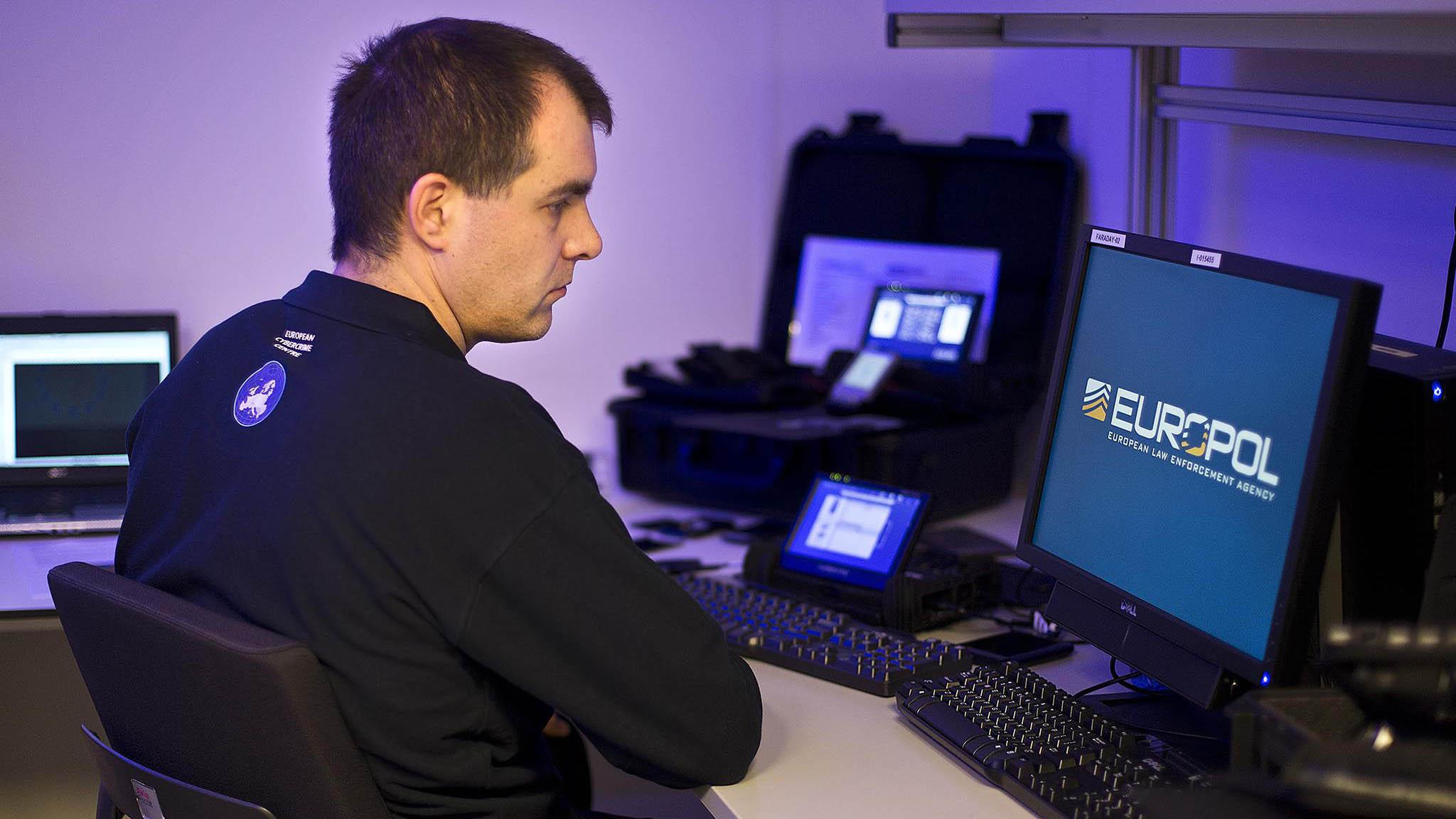 El FBI y el Departamento de Justicia estadounidense contaron con el apoyo de Europol para el despliegue del operativo