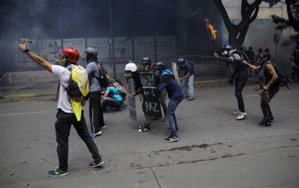 A la altura de Ciudad Banesco un manifestante resultó herido por disparo en el brazo