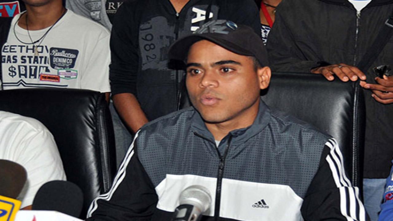 López Manjares se encontraba en una asamblea estudiantil, al finalizar, uno de los asistentes se le acercó y le propinó varios disparos
