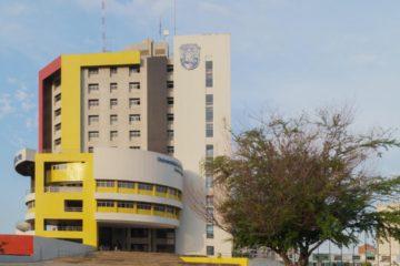 El paso por la entrada del Maczul está restringida por los estudiantes del recinto educativo