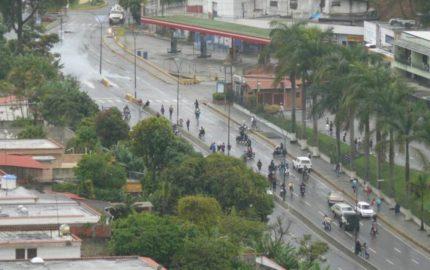 El gobernador de estado Miranda, Henrique Capriles Radonski reporta la presencia de efectivos de seguridad en las residencias OPS
