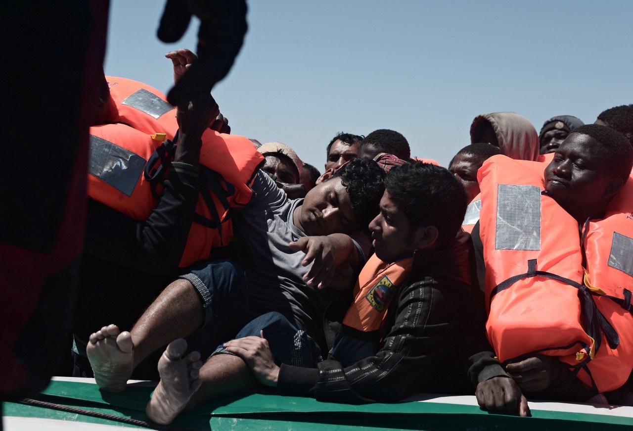 Otras 2.200 personas fueron rescatadas en 12 operativos de salvamento