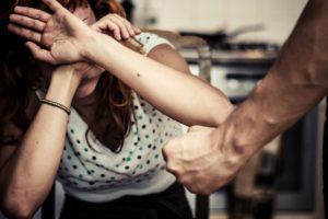 Los menores de edad cuyas madres murieron por violencia de género recibirán 677 euros al mes