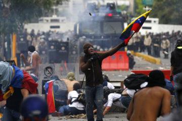 Usuarios de la red social Twitter también denuncian que colectivos atacan a movimiento estudiantil de la Ucsar