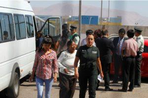 Las progenitoras entregaron una carta al Consulado de Chile en La Paz, Bolivia para pedir la libertad de sus hijos