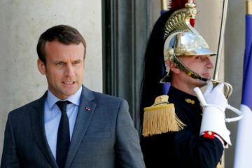 El presidente francés indicó que va a comenzar a implementar las medidas prometidas durante su campaña